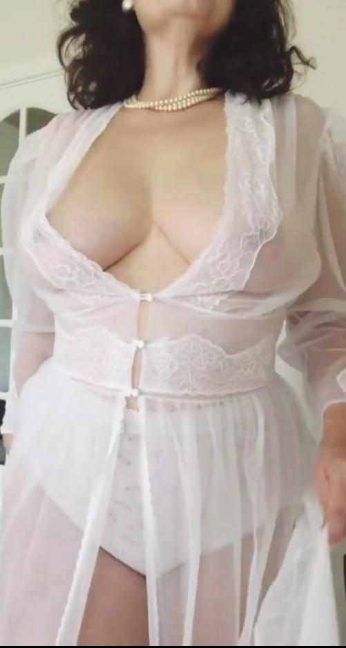 Nude lingerie amateur