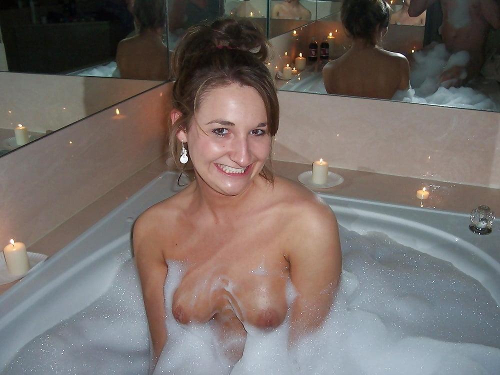 nude-amature-milf-hot-tub