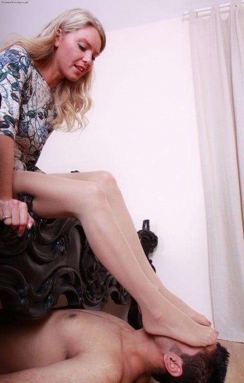 Поставила ногу на лицо рабу фото, селена стар порно актриса