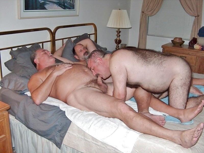 секс бомжи дрочат друг другу