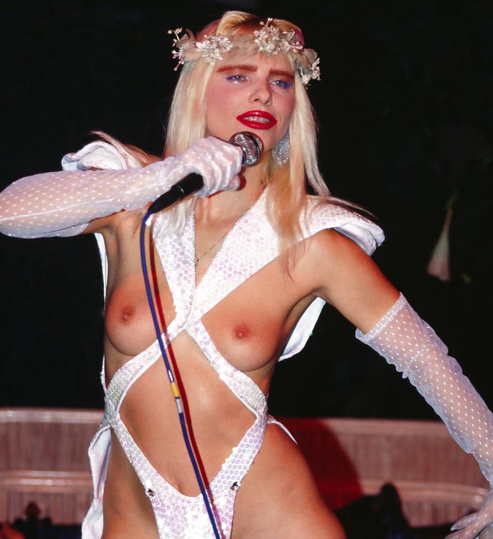 Ххх негры чиччолина в эротическом концерте смотреть онлайн женщины подсматривание поймали