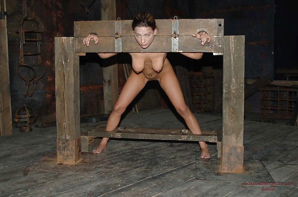 Порно фото закованных девушек, грязные мамочки порно фильм