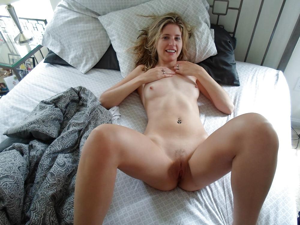 Ameteur nude bed — photo 4