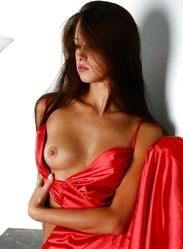 foto-porno-aktris-v-krasnom-halate-kino-onlayn-porno-smotret