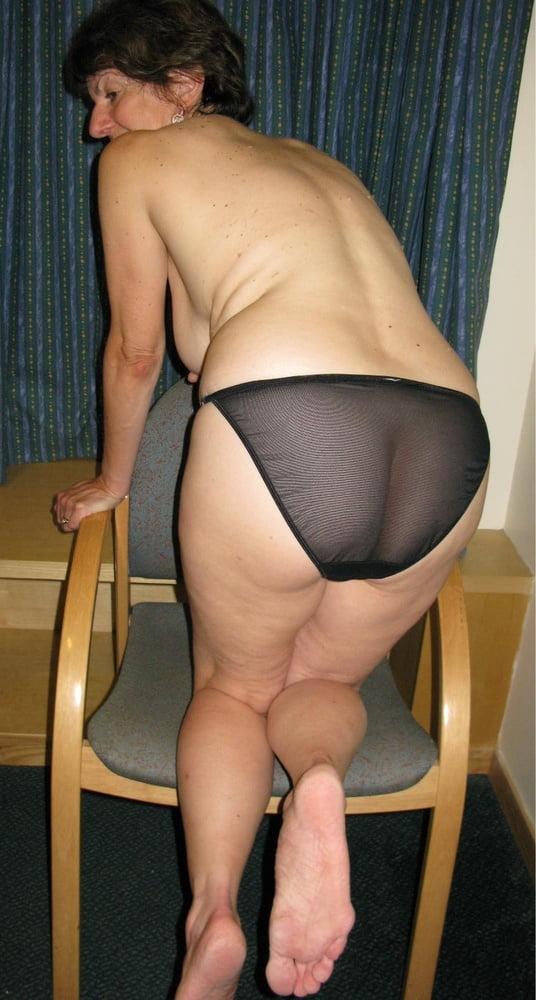 Hausfrau Nackt