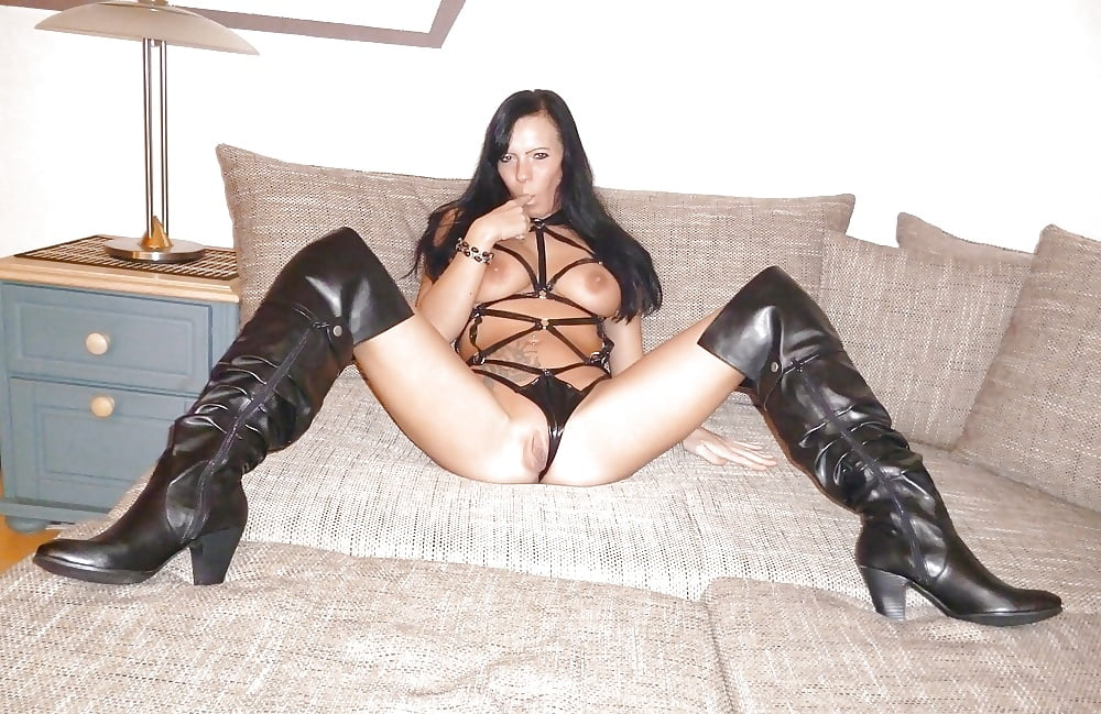 pussy-leather-boots