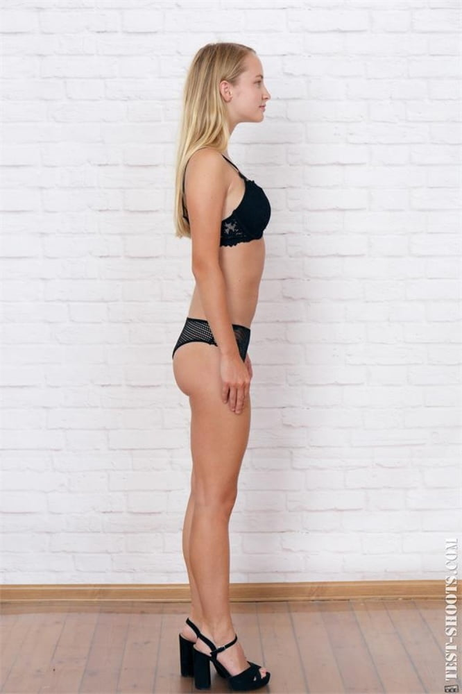 Layza virgin 18yo girl first naked casting - 17 Pics