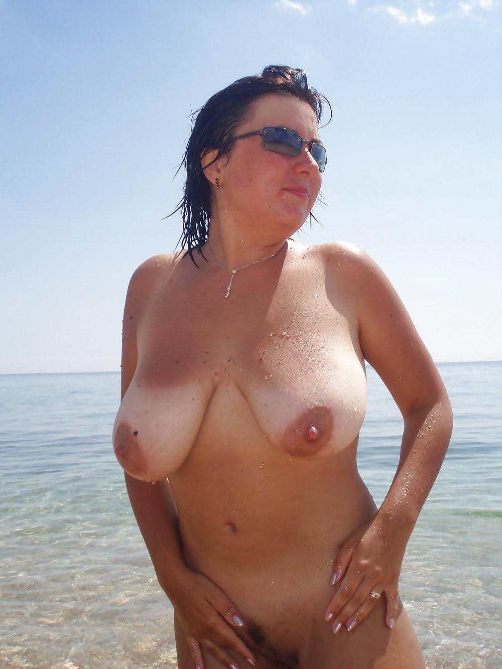 фото голых русских зрелых баб на пляже