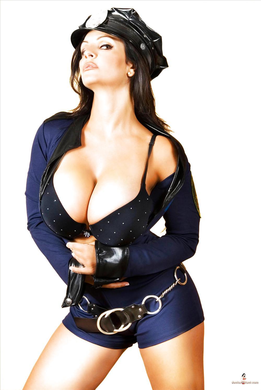 милиционерши с большими сиськами фото - 1