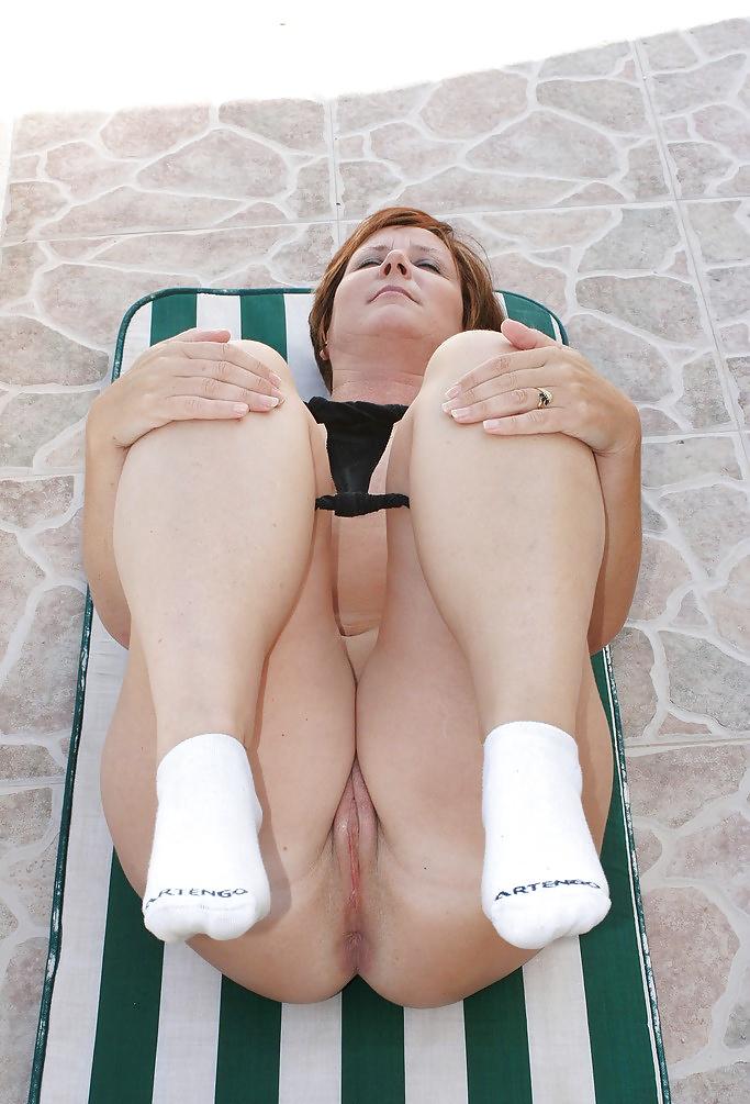 bbw-girl-nude-in-socks-gigantic-black-tits-bbw