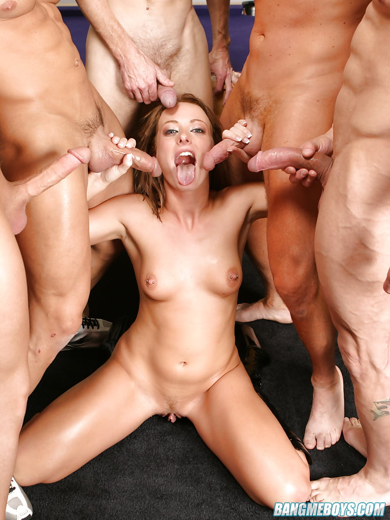Пять парней и одна девушка порно фото 8
