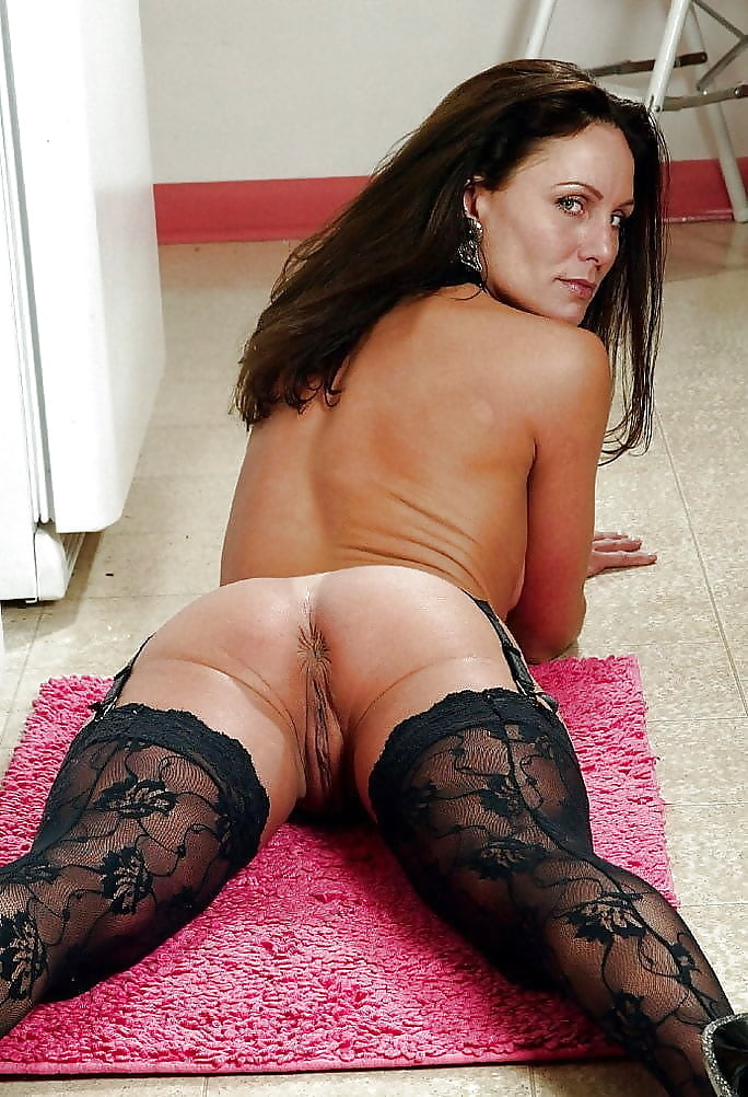 hot-naked-moms-in-stockings