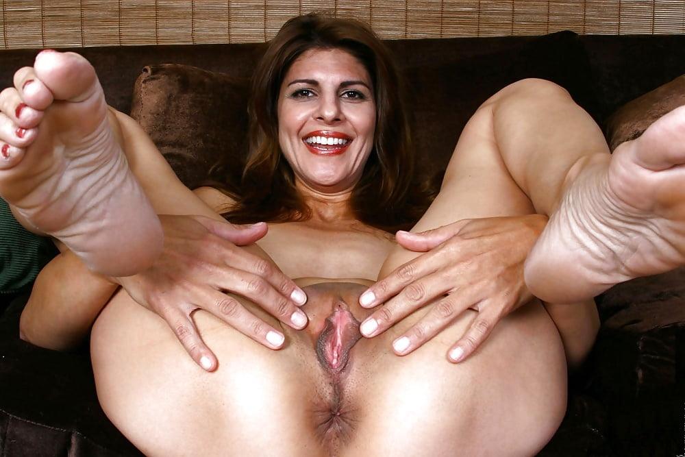Mature milf pussy porn — photo 1