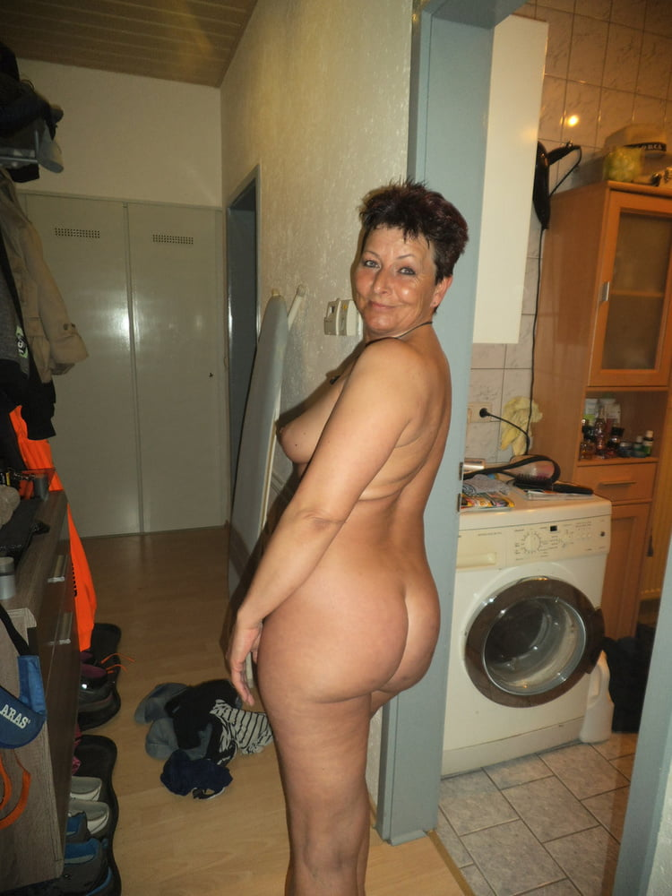 middle-aged-naked-woman-ass