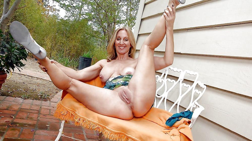 Amateur mom legs spread naked