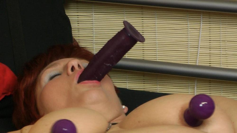 Alone with the dildo - 15 Pics