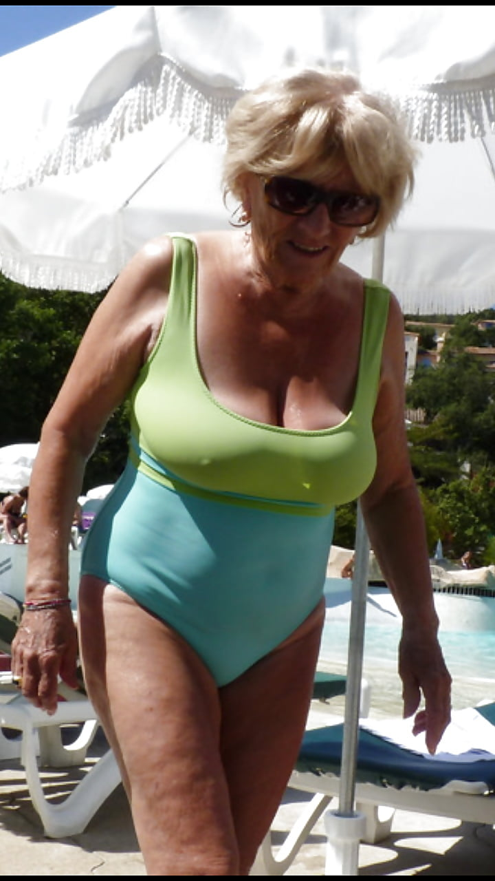 Big breasted nude mature women-5287