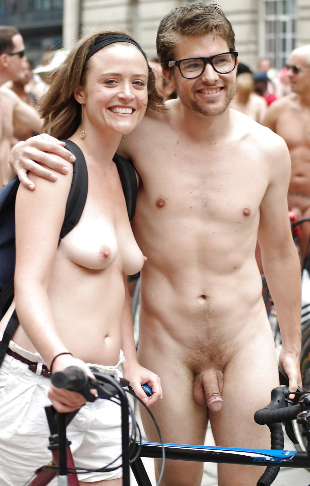 naked-couples-public