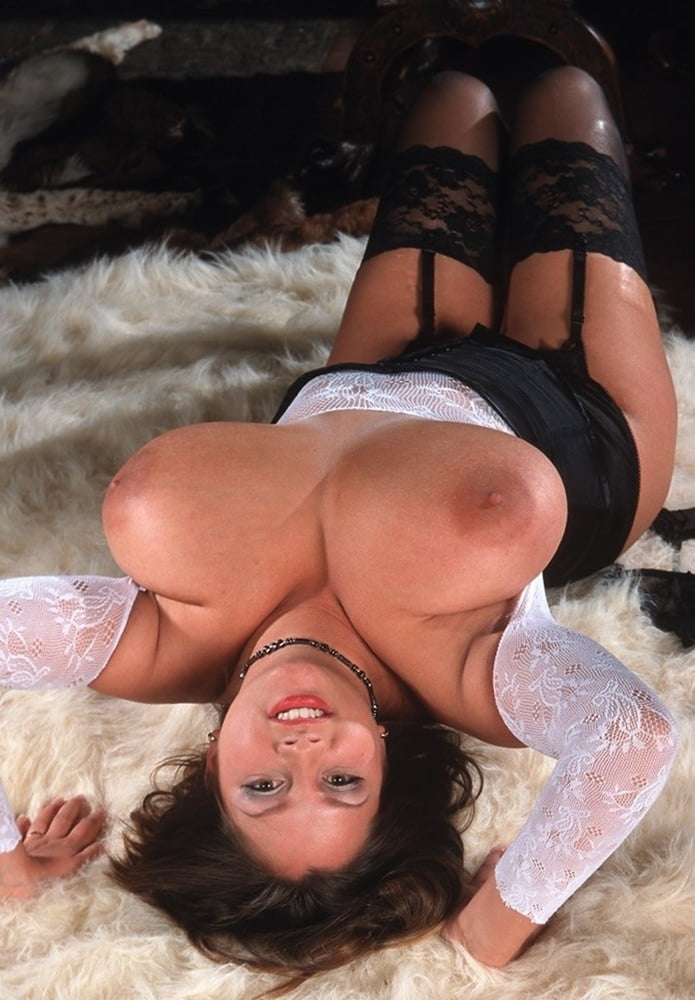 Tits hanging over her side #01 - 24 Pics