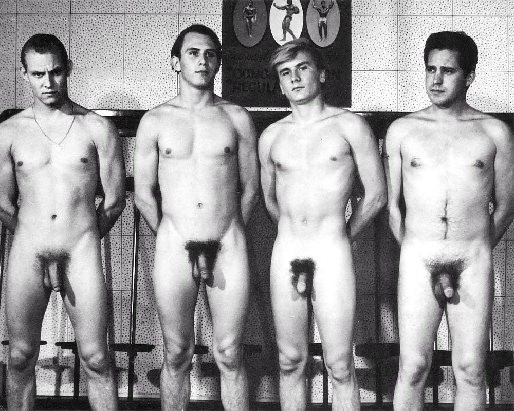 ретро фото голых мужчин получился
