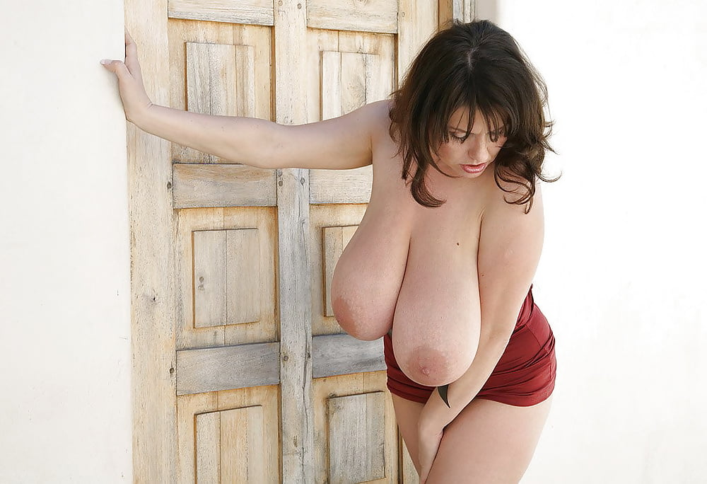 milena-velba-huge-boobs-fat-ass-and-pussy-nude