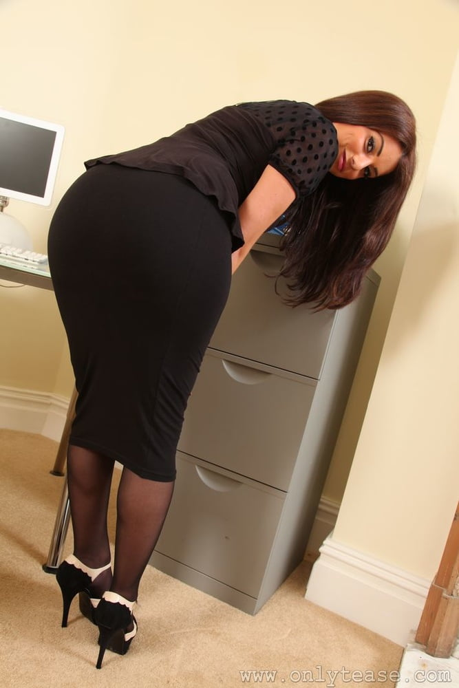 Огромные попки в строгих юбках фото