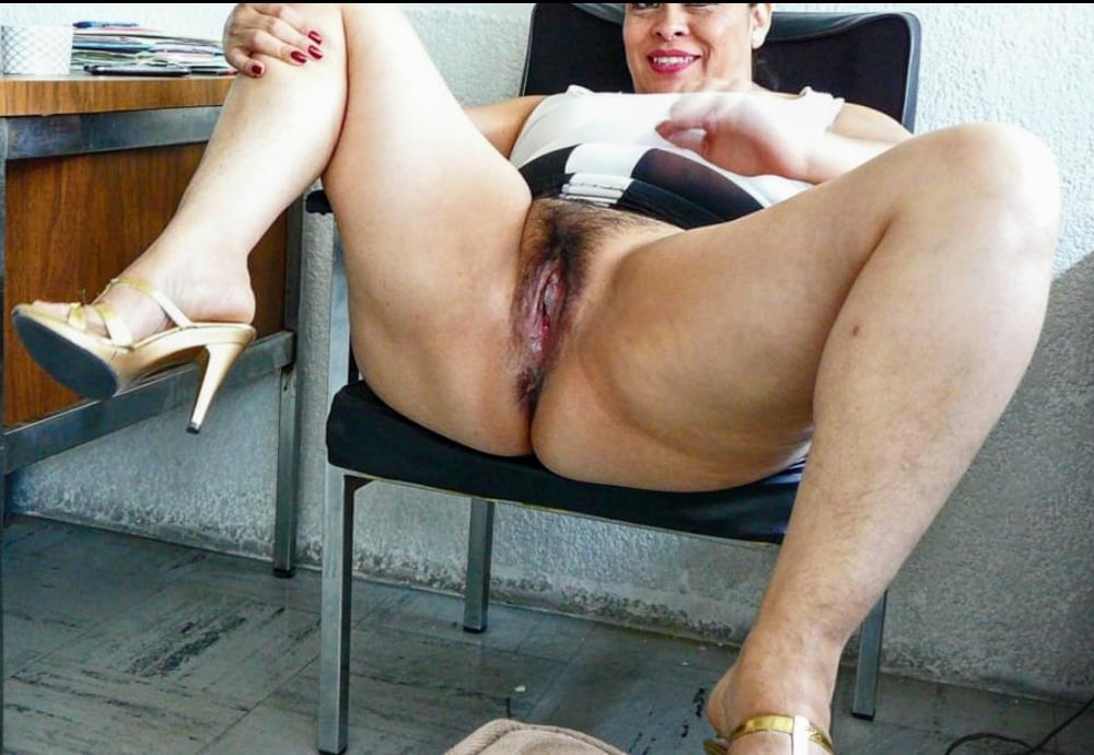 Mature pussy spread for you