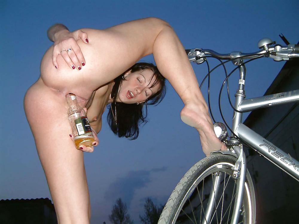 Катается на велосипеде без трусов видео — pic 13