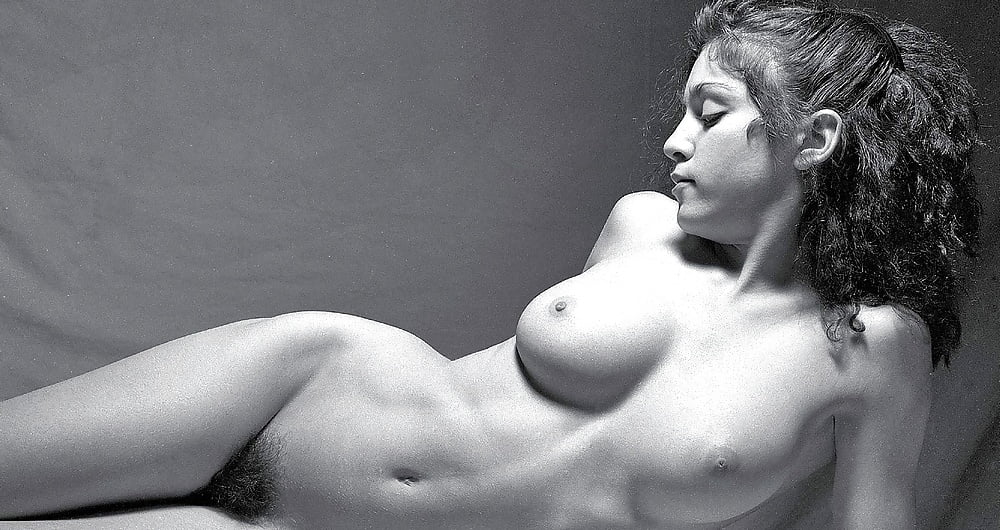 Kate moss poses in nude photos