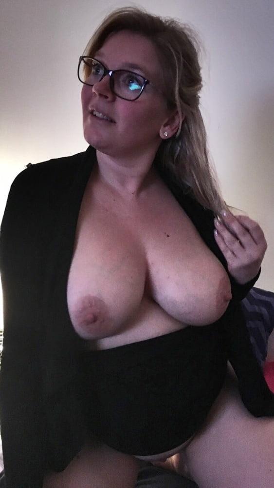 Big boobs mom nude
