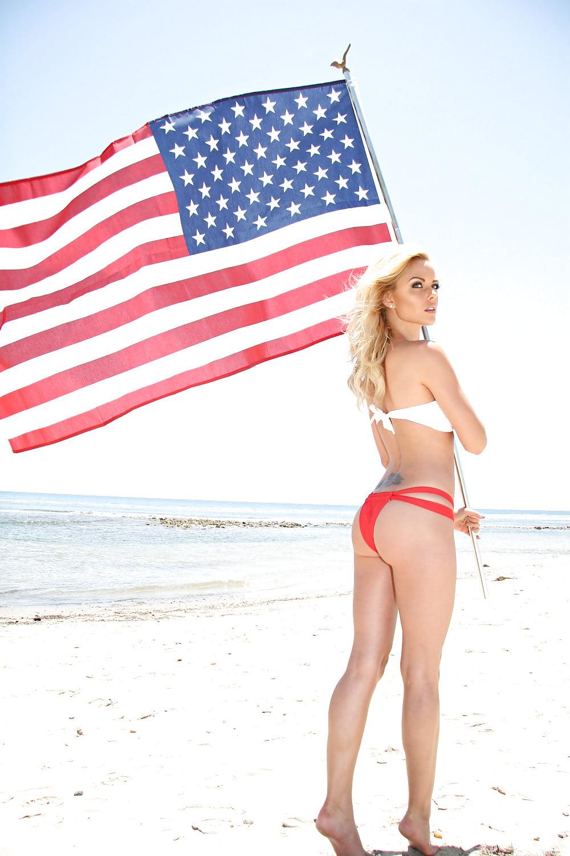 Бабу в бикини американский флаг ебут — photo 13