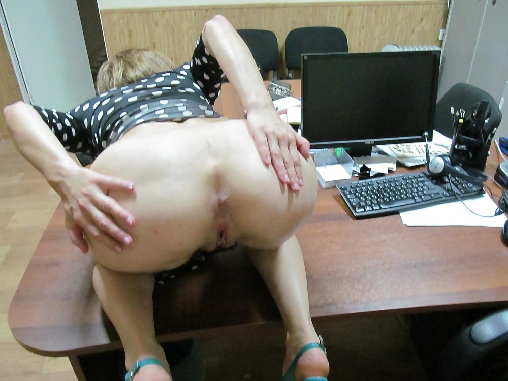 парень трахают на работе частное видео менее