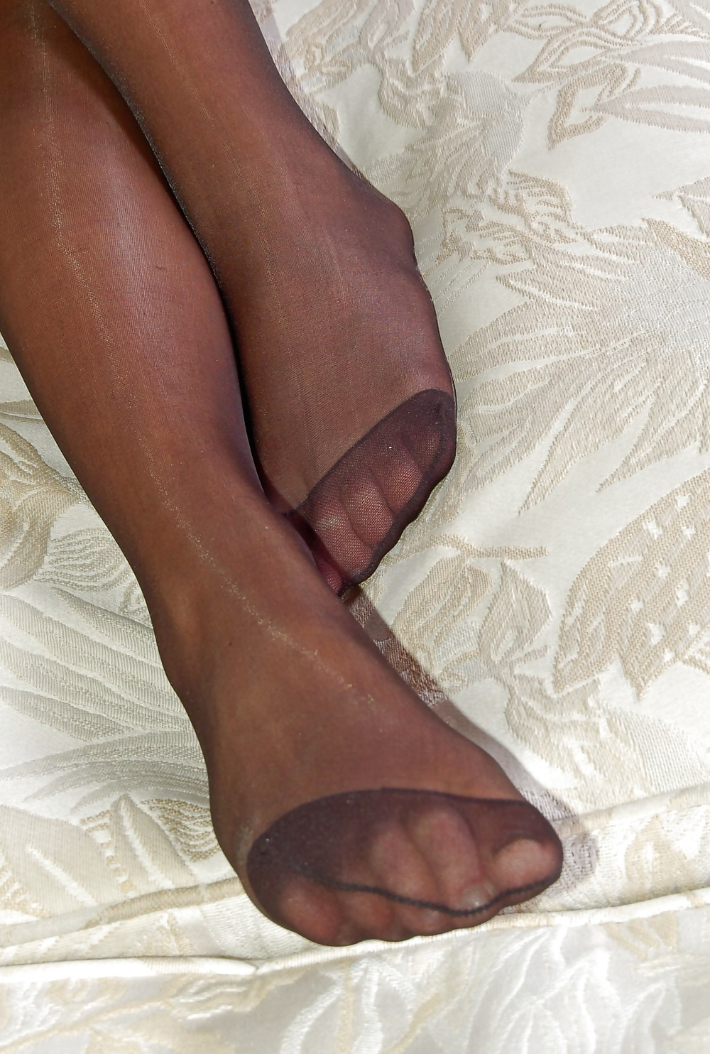 Amateur Woman shows Pantyhosefeet porn pictures