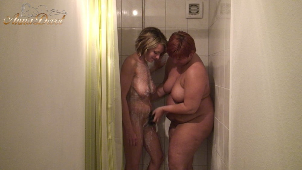 Common shower with Bi-girlfriend - 15 Pics