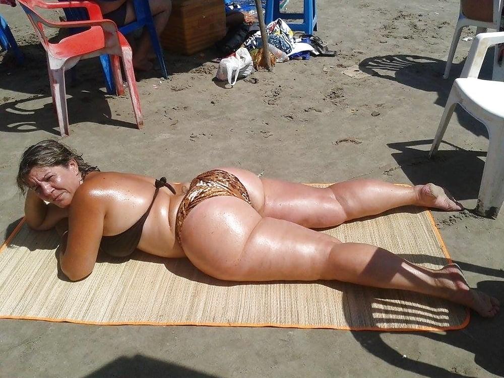 Толстые ляжки на пляже фото — pic 6