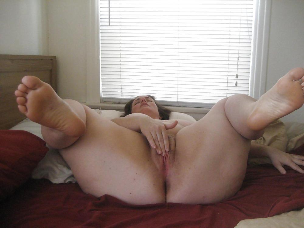 Spreading bbw feet porn