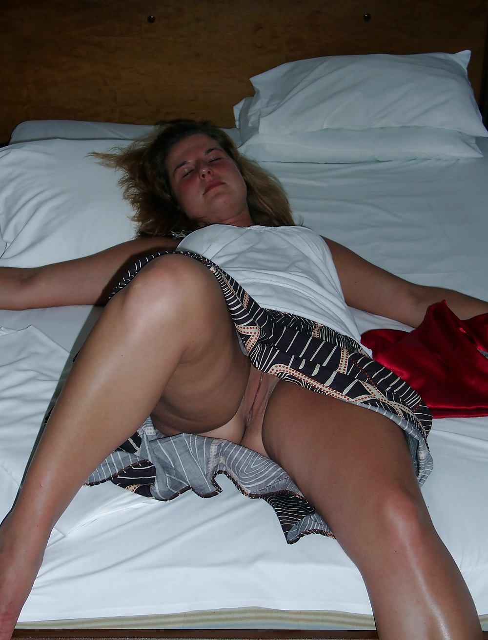 girls-asleep-in-skirts-porn
