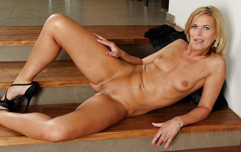 Older women nudes free pics