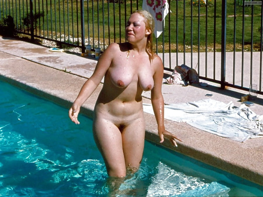 swimming-nude-amateur-pictures-of-beth-chapman-breast