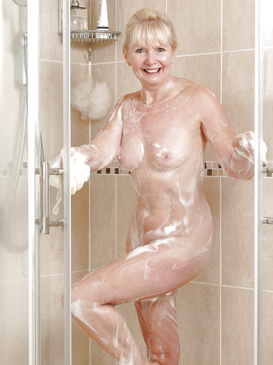gilf-nude-shower-sloppy-ass-anal-movs