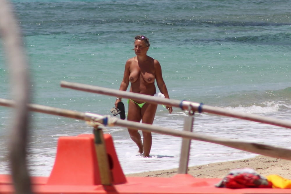 topless-havasu-caught-furry-porn-kim