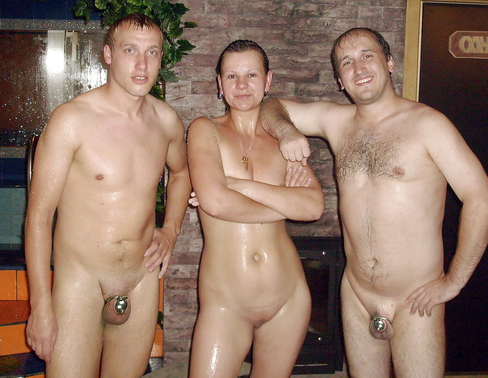 приходит мужик в баню и увидел как моются три негра