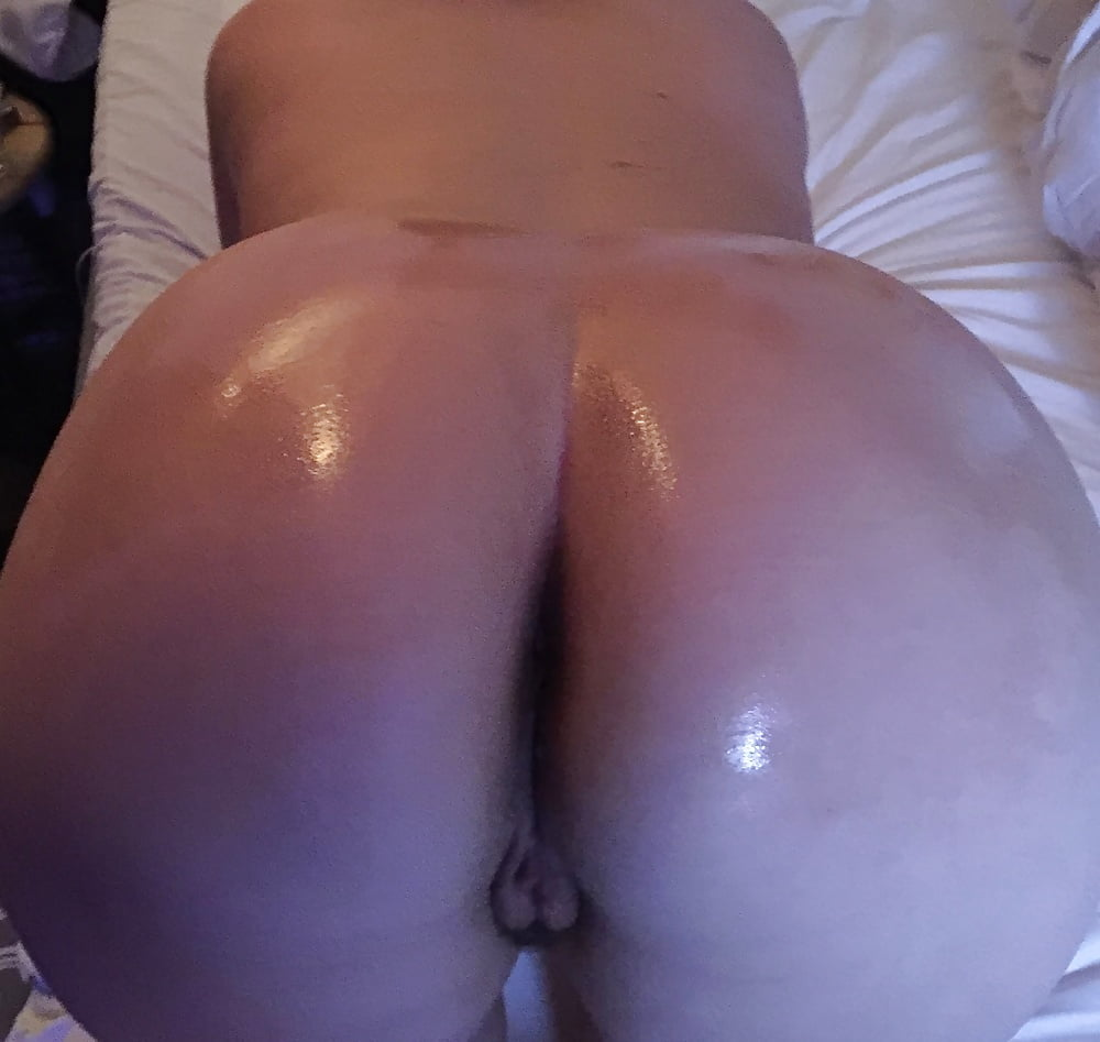 big-butt-oiled-amateurs-naked