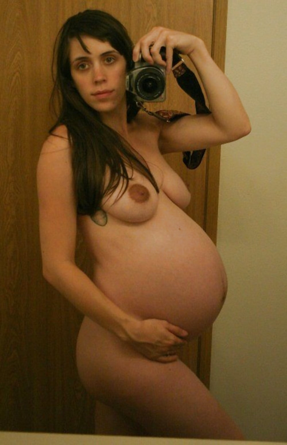 Xxx pregnant girl self shot nude
