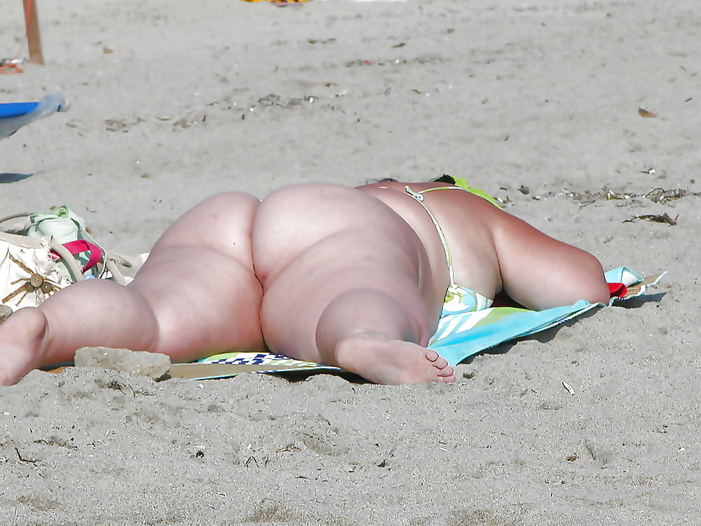 Sexy chubby ass in the beach, planet muscle girls