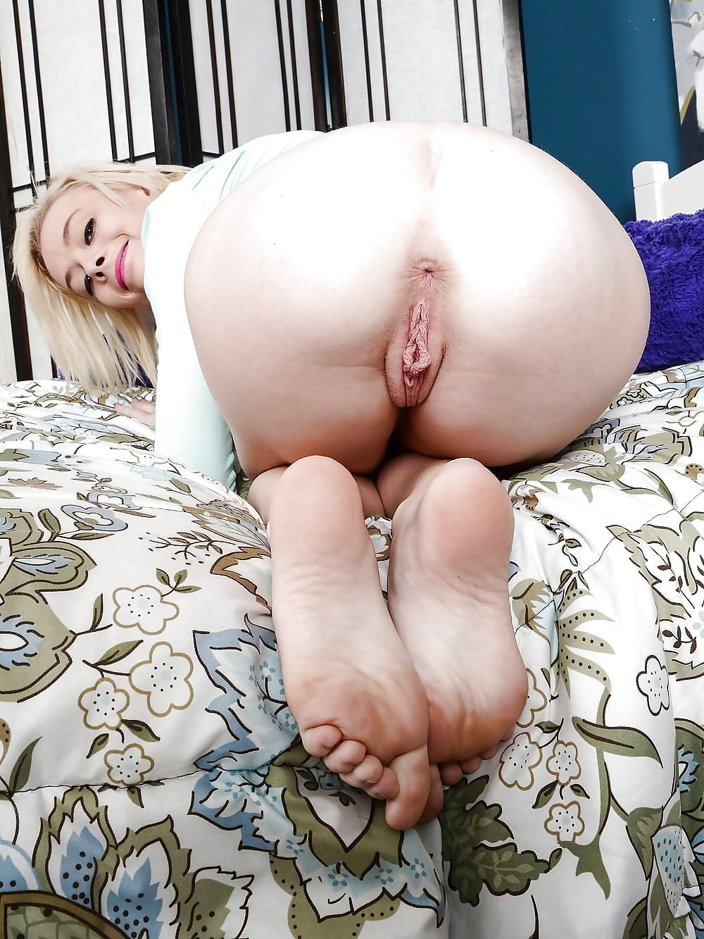 nude-girls-crapping