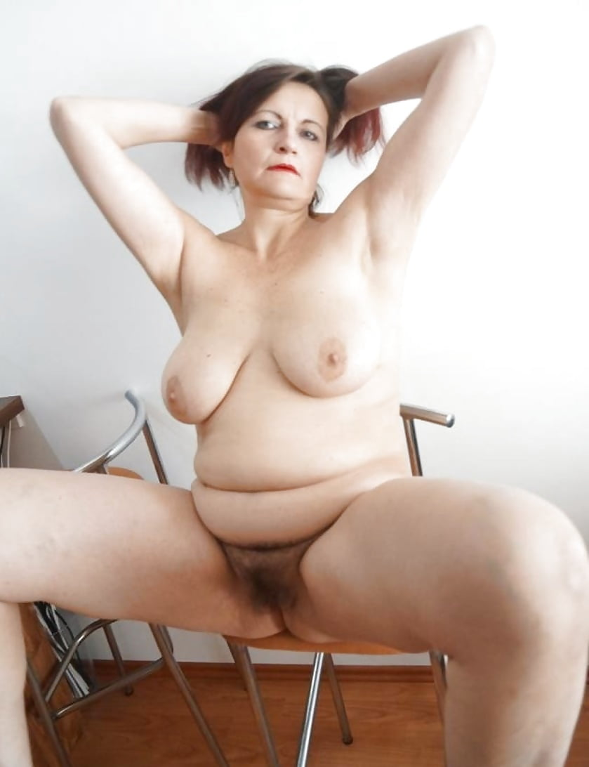 Thick and hairy women-7442