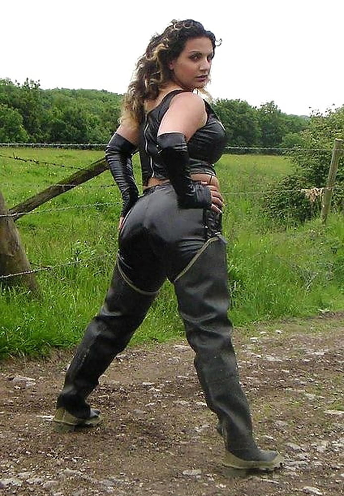 Sexy girls in waders — pic 12