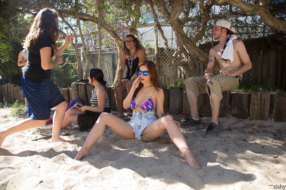 Girls of summer - 27 Pics