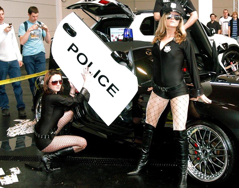 seks-seks-s-politseyskim-na-ulitse-smotret-onlayn-bolshimi